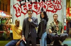 Defenders na tle graffiti